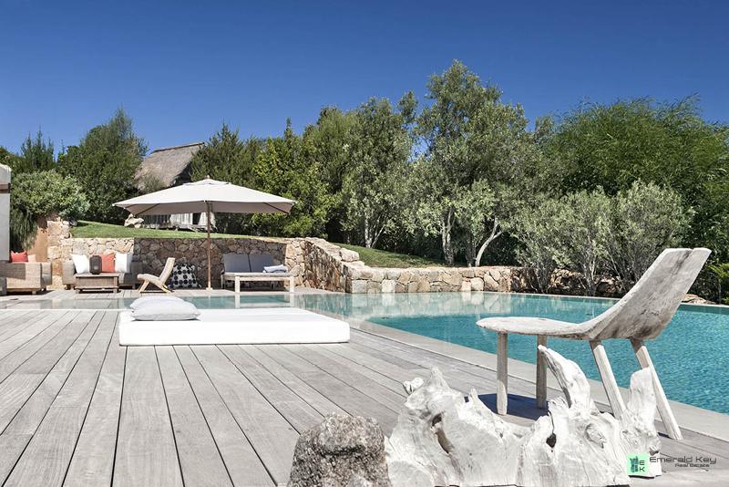 Villa Raphael featured